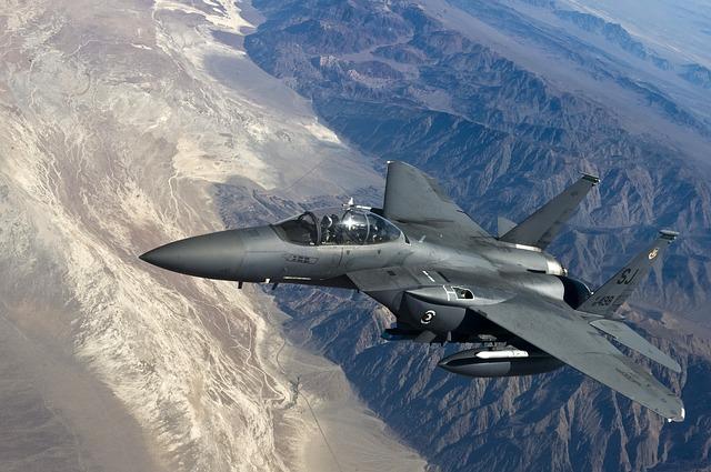 fighter-jet-63090_640